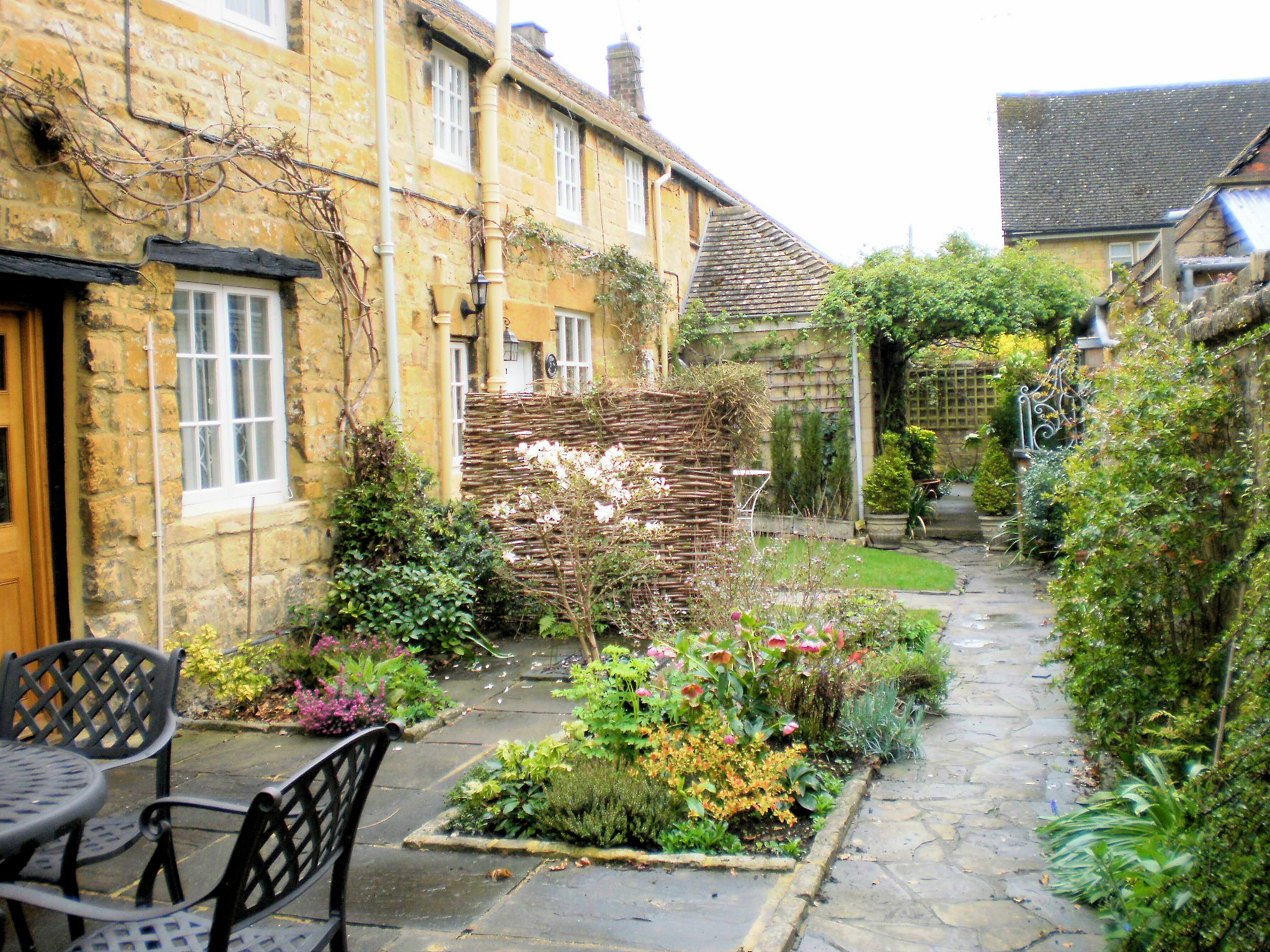 Petits jardins sur pinterest tuin design jardin et - Jardin contemporain et accueillant pour le printemps enidees ...