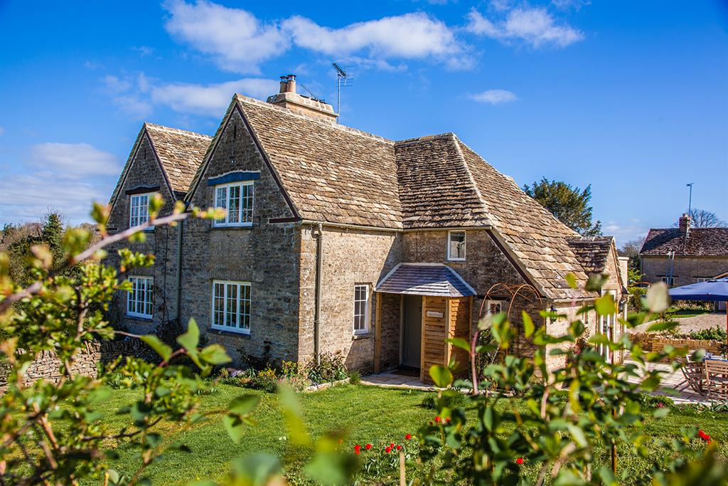 apsley bathurst holiday cottages cotswolds lady
